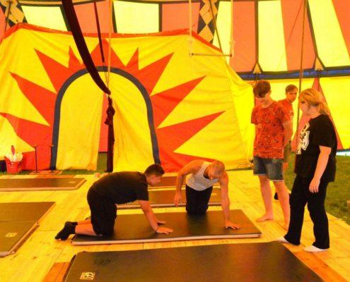 Les jeunes se sont initiés au cirque. Une représentation a lieu ce mercredi 11 août, sous chapiteau.